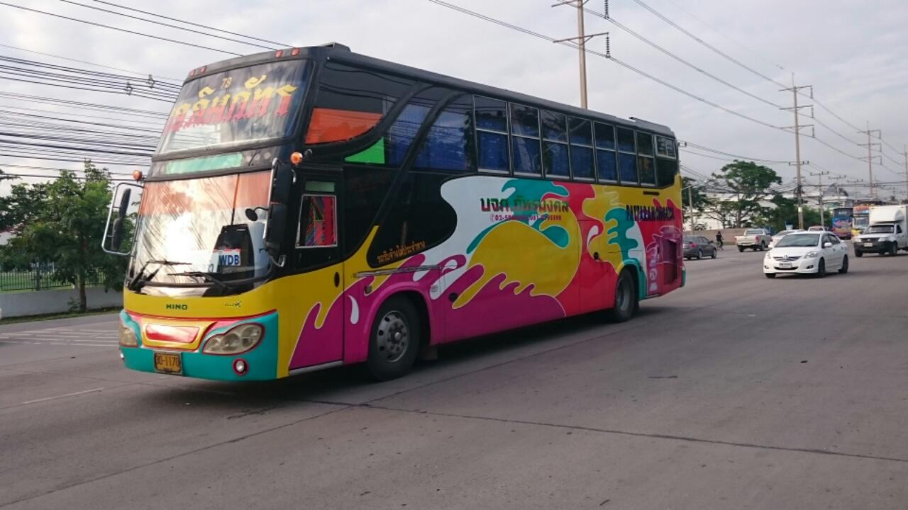 タイの通勤バス